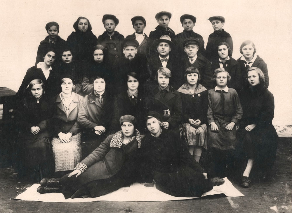 Класс 8- А   1936 года,  который  станет  выпускным в 1939 году(?)