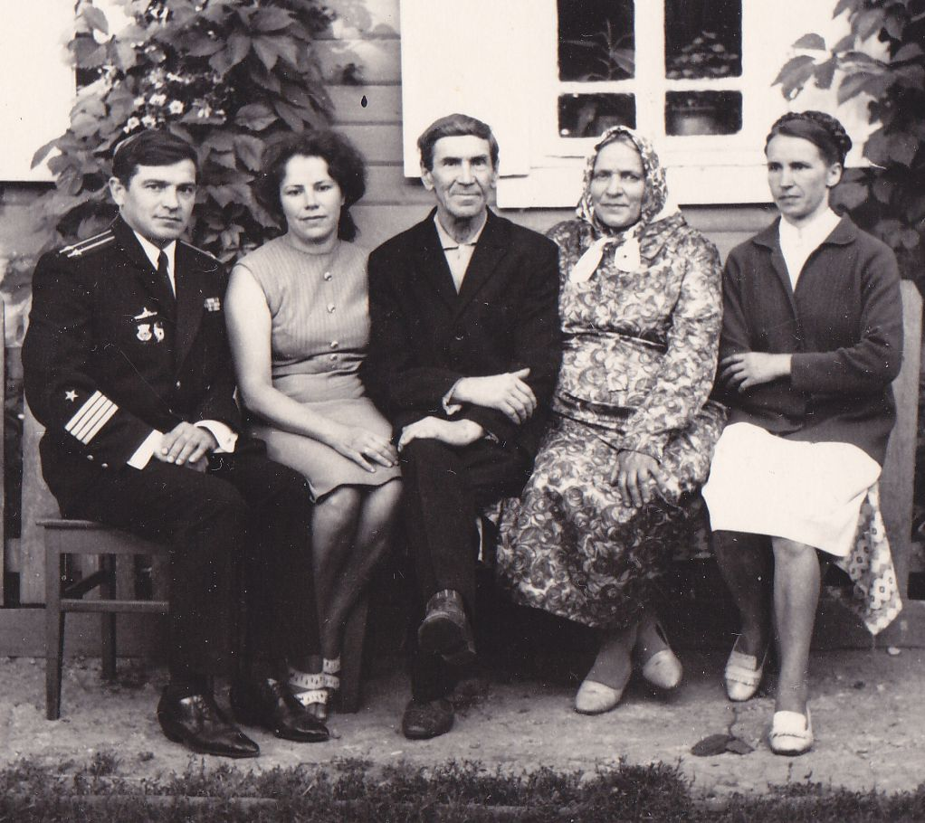Пётр Васильевич в кругу своей семьи