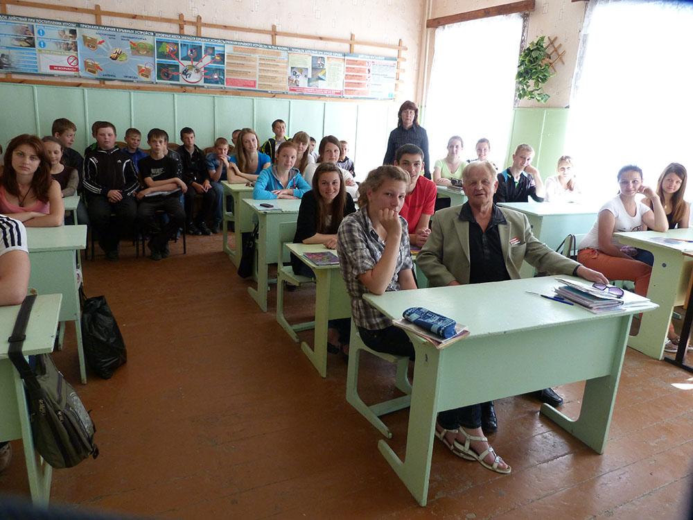 Анатолий Максимович в нашей  школе на уроке В.К. Нахаёвой…. 2013-й год