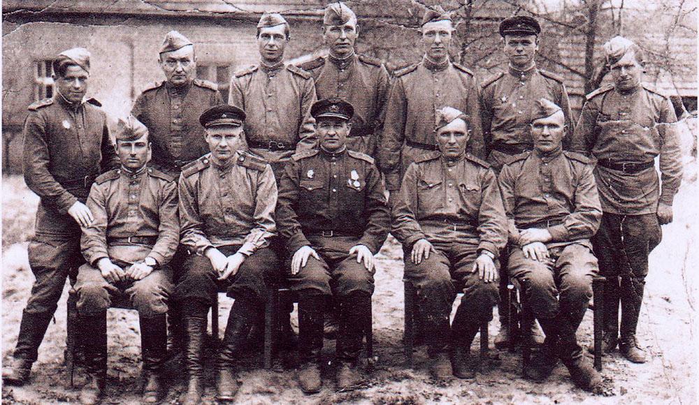 А.А. Монченко  среди однополчан в Берлине…  1945-й год (в первом ряду крайний справа)