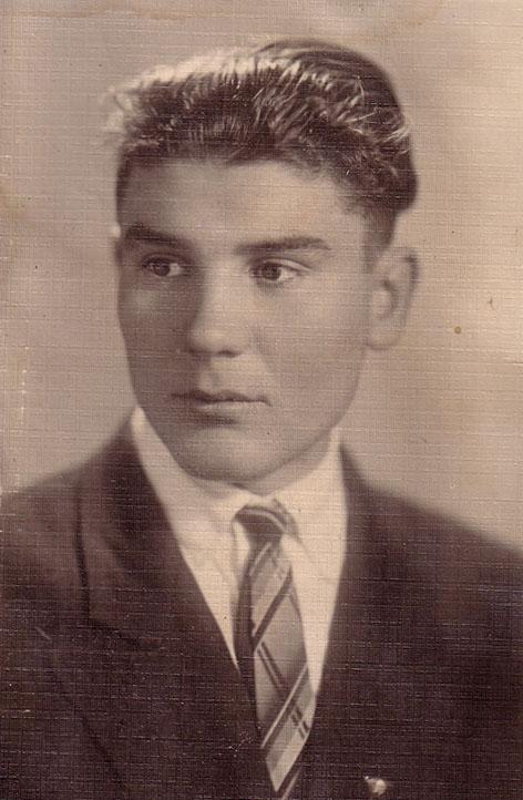 Иван Кривоносов - окончил ХИИТ, работал на ж.д. Украины