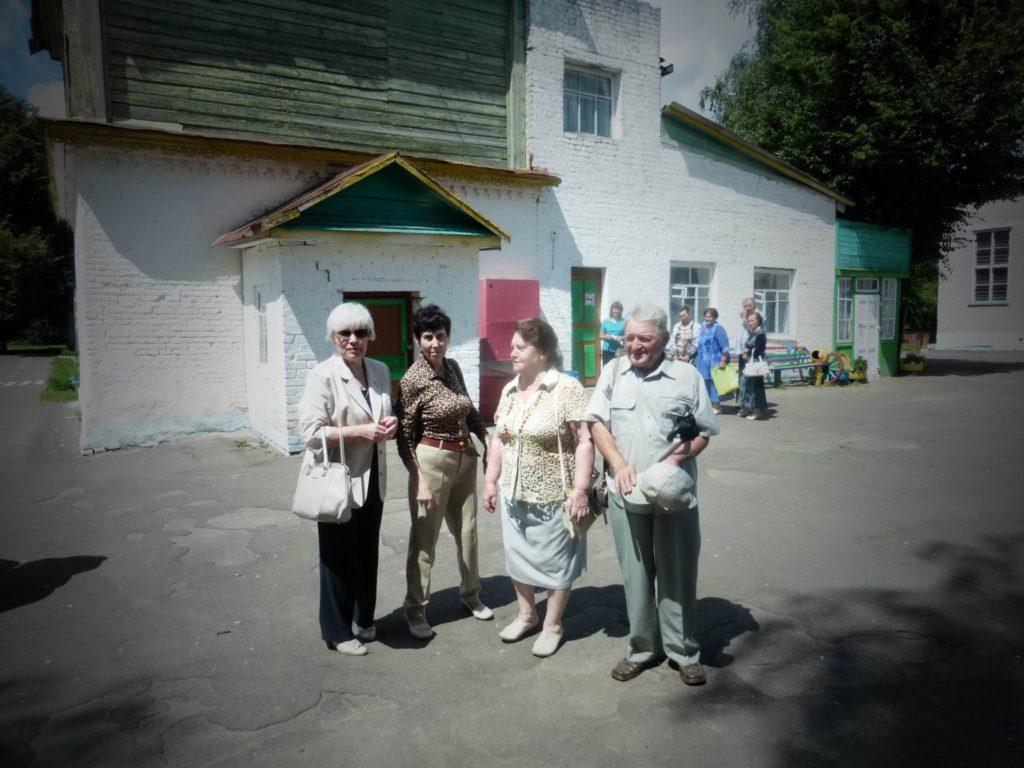 Люда Солуянова, Галя Тесленко, Сидорова (Селезнёва) Алла и Сергей Ицков на встрече выпускников в 2016-й году