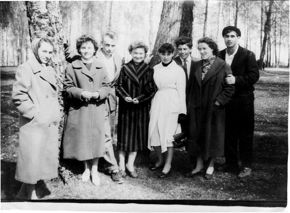 Мглин 1961-й год, горсад… Женя Каминский (третий слева) с одноклассниками