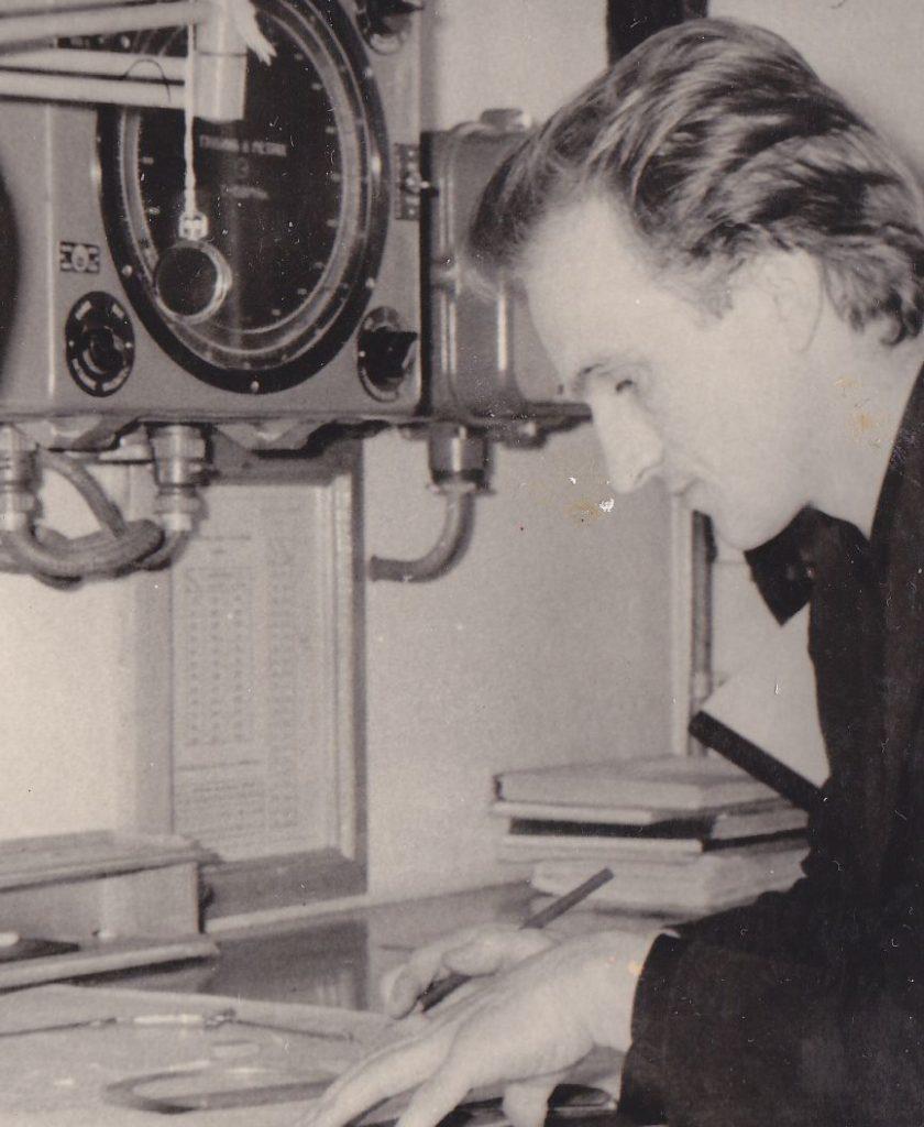 Пётр прокладывает курс своему кораблю