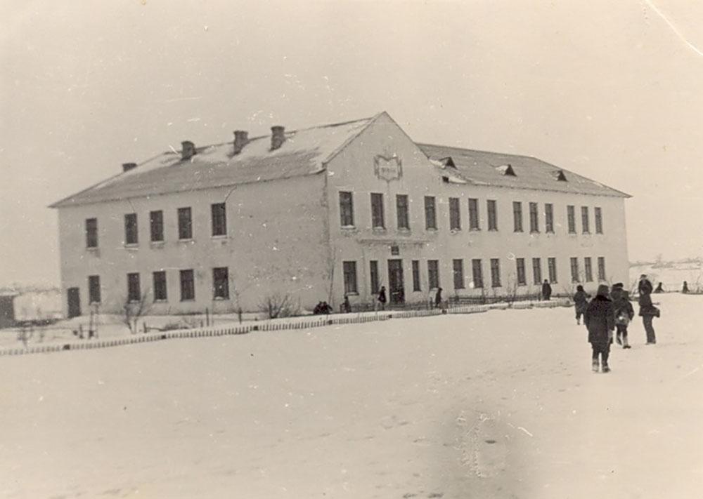 Школа в с. Рябчичи (Дуброский район), где Анна до переезда в Брянск работала после окончания института