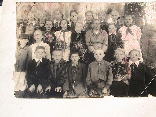 4-й класс 1954- го  года. Классный  руководитель Анна Иосифовна Бородина
